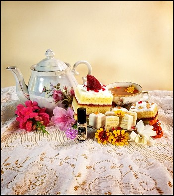 BLOSSOM JAM TEA CAKES PERFUME OIL 5 ml - Southern Tea Cakes, Petit Fours, Floral Infused Jams & Preserves and a Delicate Aroma of Tea